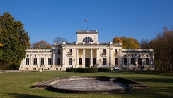 Trakų Vokės dvaro rūmai · kiemo fasadas, fontanas 6871
