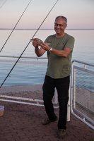 žvejys su laimikiu 5145
